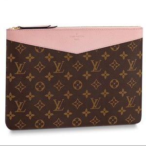 💯💖😍😘 NWT MONOGRAM Louis Vuitton Daily Pouch
